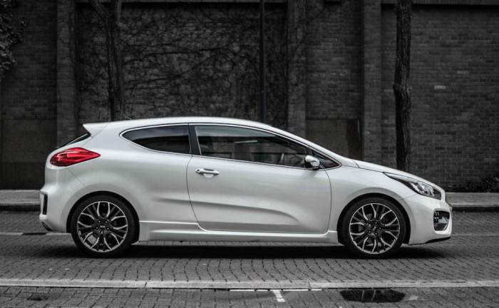 2014 Kia Pro Ceed GT Review Side carwitter 700x432 - Kia Pro Ceed GT Review – The newbie - Kia Pro Ceed GT Review – The newbie