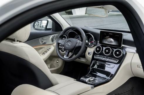 2014 Mercedes C-Class interior - carwitter