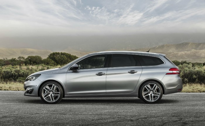 2014 Peugeot 308 SW side carwitter 700x432 - Peugeot 308 SW price & spec announced - Peugeot 308 SW price & spec announced