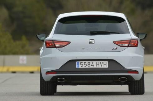 2014 Seat Leon Cupra rear - carwitter