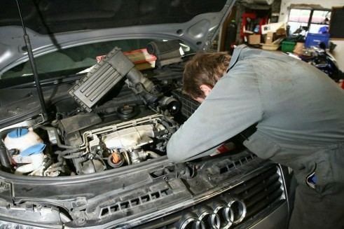 Audi Mechanic Garage Workshop carwitter 491x327 - GUIDE - How To Maintain The Value Of Your Car - GUIDE - How To Maintain The Value Of Your Car