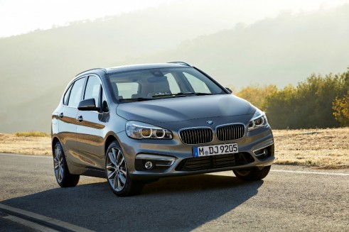BMW 2-series Active Tourer front 3 - carwitter