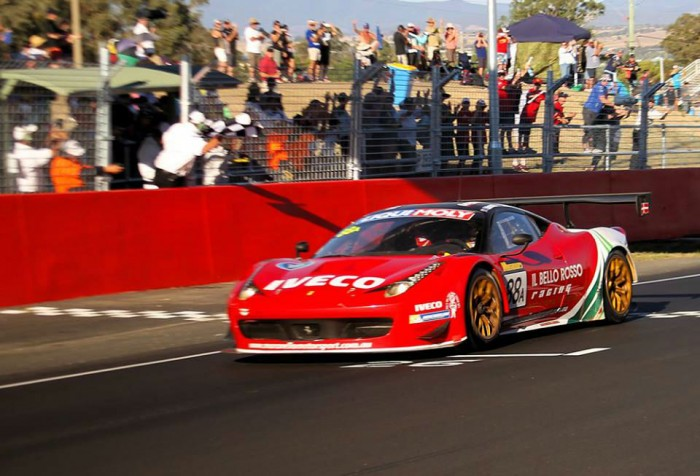 Bathurst 12 hours carwitter 700x476 - Ferrari win thrilling Bathurst 12 hour 2014 - Ferrari win thrilling Bathurst 12 hour 2014