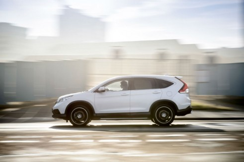 Honda CRV White side - carwitter