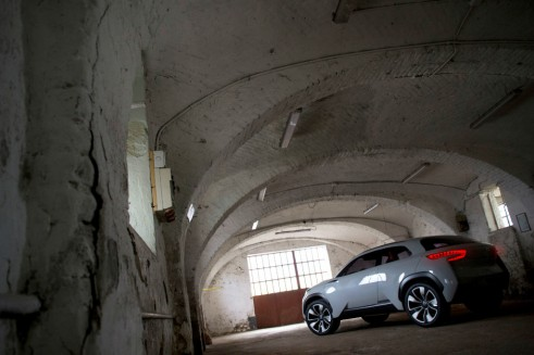 Hyundai Intrado rear - carwitter