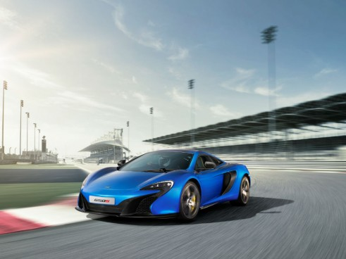 McLaren 650S Coupé - Front Angle On Track - carwitter