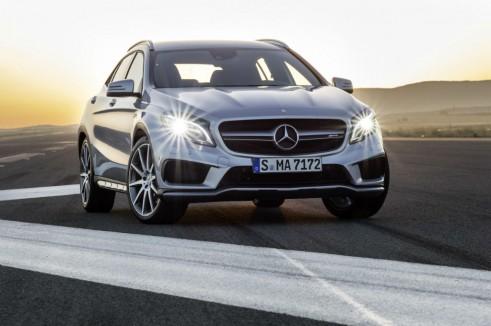 Mercedes GLA 45 AMG Front - carwitter