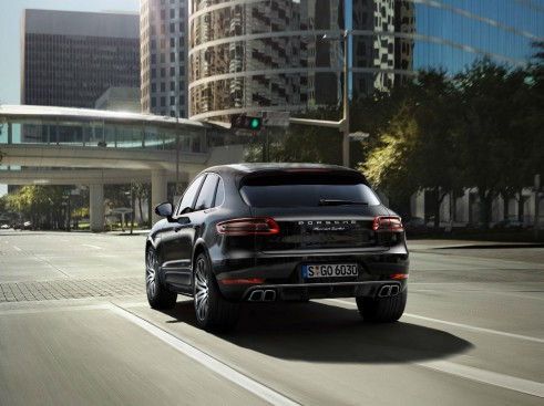 Porsche Macan Turbo Black Rear - carwitter