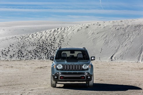 2015 Jeep Renegade - Front - carwitter