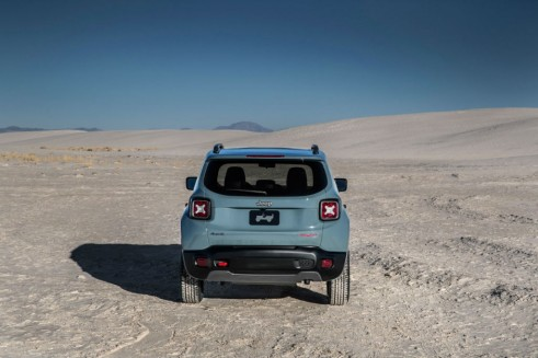 2015 Jeep Renegade - Rear - carwitter