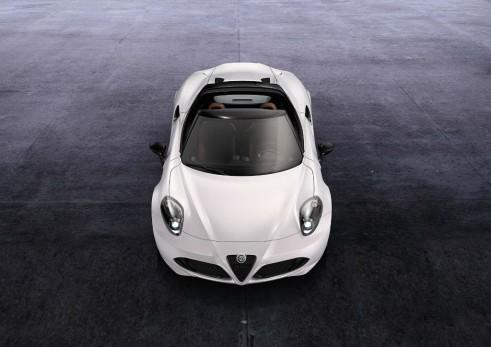 Alfa Romeo 4C Spider - Front - carwitter