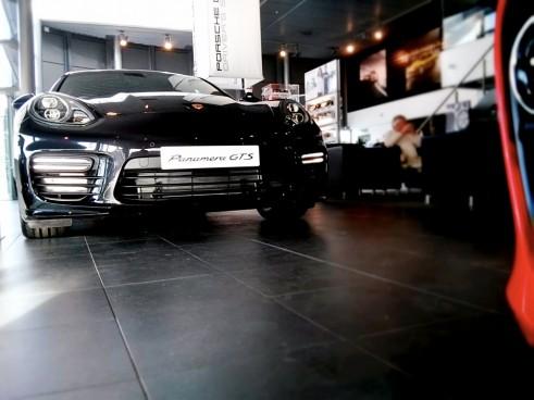 Porsche,Panamera,GTS,Front,Carwitter