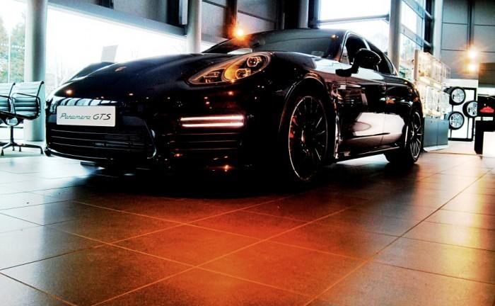 PorschePanameraGTSFrontRightCarwitter 700x432 - The Porsche Panamera GTS - Just right. - The Porsche Panamera GTS - Just right.