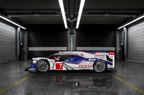 Toyota TS040 launch side - carwitter