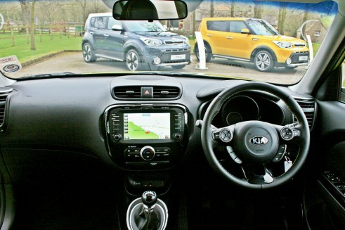 2014 Kia Soul - Dashboard Interior - carwitter