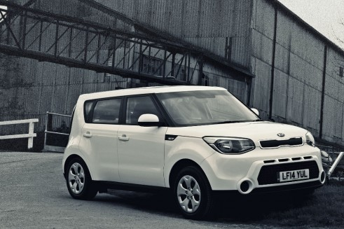 2014 Kia Soul - Front Angle W - carwitter