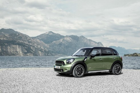 2014 Mini Countryman - Front Angle - carwitter