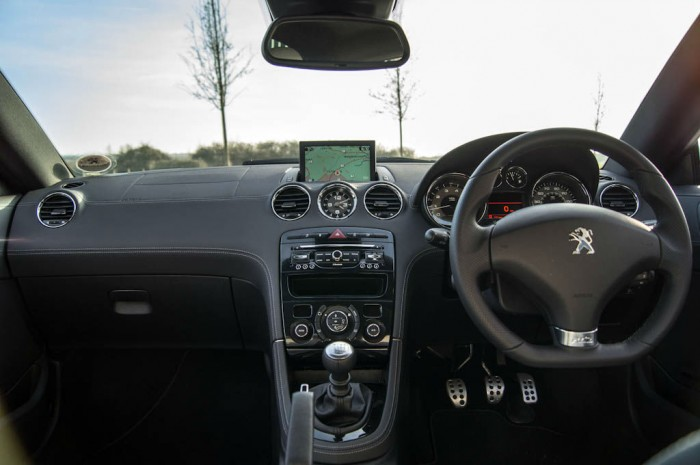 2014 Peugeot RCZ THP 200 Review - Dashboard Interior - carwitter