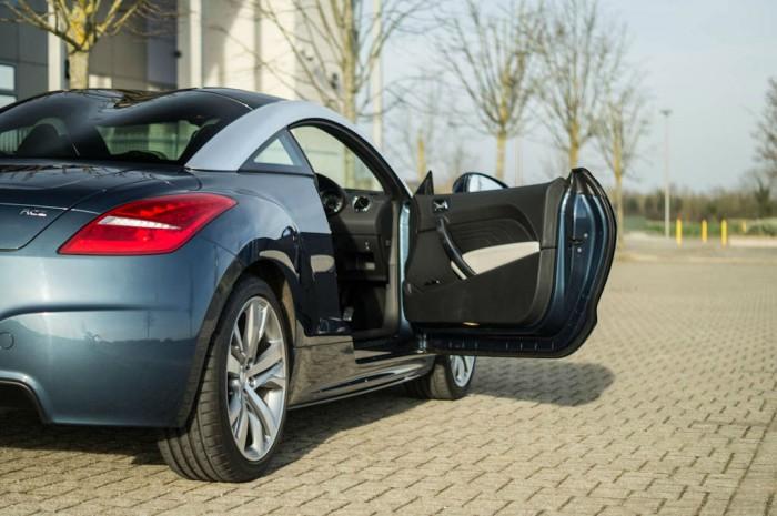 2014 Peugeot RCZ THP 200 Review - Door Open - carwitter
