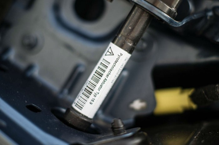 2014 Peugeot RCZ THP 200 Review - Gas Strut - carwitter