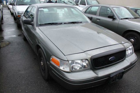 Gray Ford Crown Victoria - Front - carwitter