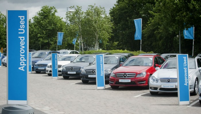 Mercedes Benz Approved Used Forecourt carwitter 700x396 - Why Online Car Buying Should Be Avoided - Why Online Car Buying Should Be Avoided