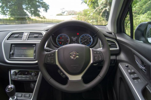 Suzuki SX4 S-Cross Review - Steering Wheel - carwitter