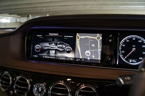 2014 Mercedes S Class Review Dash Graphics 2 carwitter 491x326 - A Night with a Mercedes Benz S Class - A Night with a Mercedes Benz S Class