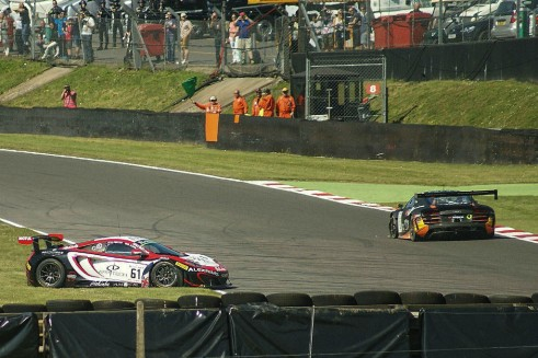 Blancpain 2014 Brands Hatch McLaren Spins carwitter 491x327 - Blancpain Sprint Review 2014 - Blancpain Sprint Review 2014