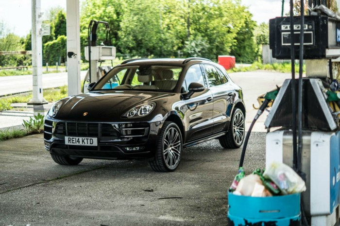Porsche Macan Turbo Review Front Main carwitter 700x465 - Porsche Macan Turbo Review – The baby Porsche - Porsche Macan Turbo Review – The baby Porsche