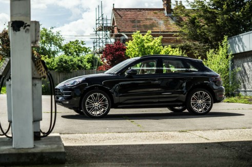Porsche Macan Turbo Review Side carwitter 491x326 - Porsche Macan Turbo Review – The baby Porsche - Porsche Macan Turbo Review – The baby Porsche