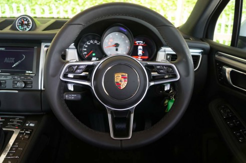 Porsche Macan Turbo Review - Steering Wheel - carwitter