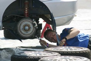 Auto Mechanic carwitter 300x200 - 5 top car modifications that you can easily do yourself - 5 top car modifications that you can easily do yourself