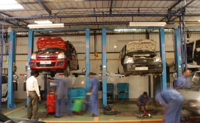 Car Service Garage carwitter 700x432 - 4 Ways to Ensure Your Car Passes an MOT - 4 Ways to Ensure Your Car Passes an MOT