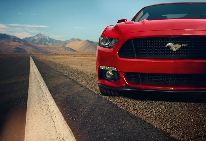 2015 Ford Mustang Grille carwitter 700x481 - A Mustang in the UK? - A Mustang in the UK?