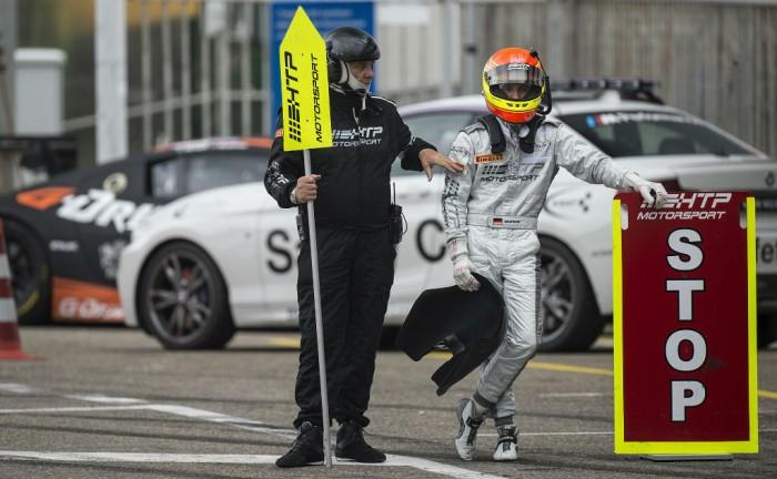 Blancpain Sprint Series Zandvoort pits 2 carwitter 700x432 - Blancpain 2014 – Zandvoort – Stunning Rast drive secures WRT victory - Blancpain 2014 – Zandvoort – Stunning Rast drive secures WRT victory
