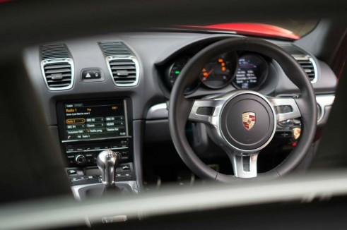 2014 Porsche Cayman Review - Dashboard - carwitter