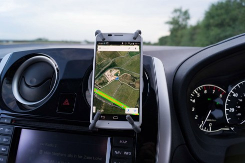 Breffo Spiderpodium Review Phone Vertical In Car carwitter 491x326 - Breffo Spiderpodium Review – A universal solution - Breffo Spiderpodium Review – A universal solution