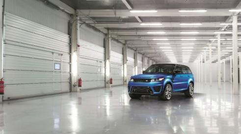 Range Rover Sport SVR - Front Angle - carwitter