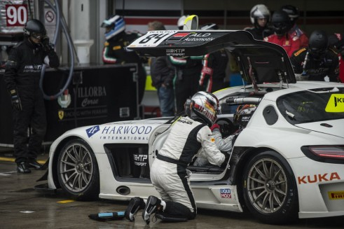 2014 Blancpain Endurance Series Nurburgring 1000 HRP pit carwitter 491x327 - Blancpain 2014 – Nurburgring – Vanthoor seals endurance title - Blancpain 2014 – Nurburgring – Vanthoor seals endurance title