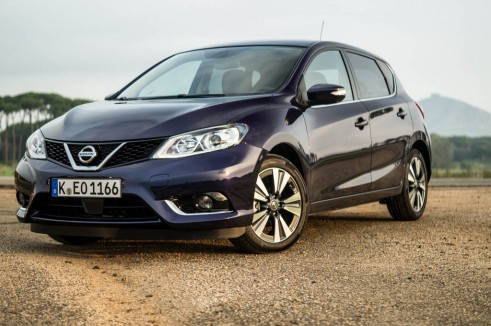 2014 Nissan Pulsar 1.2 DIG-T Review - Front Low - carwitter