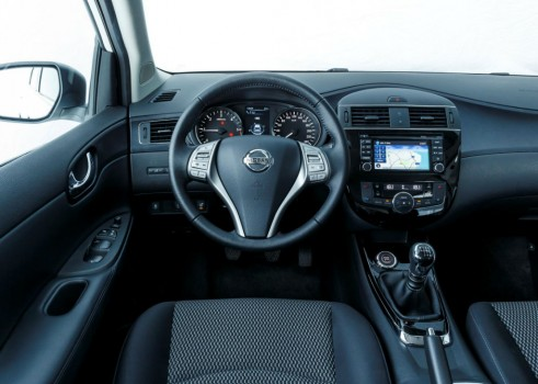 2014 Nissan Pulsar 1.2 DIG T Review Steering Wheel carwitter  491x350 - Nissan Pulsar 1.2 DiG-T Review – Nissan's family hatch contender - Nissan Pulsar 1.2 DiG-T Review – Nissan's family hatch contender