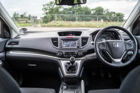 Honda CR V 1.6 i Dtec Review Dashboard carwitter 491x326 - Honda CR-V 1.6 i-DTEC Review – Diesel Sipper - Honda CR-V 1.6 i-DTEC Review – Diesel Sipper