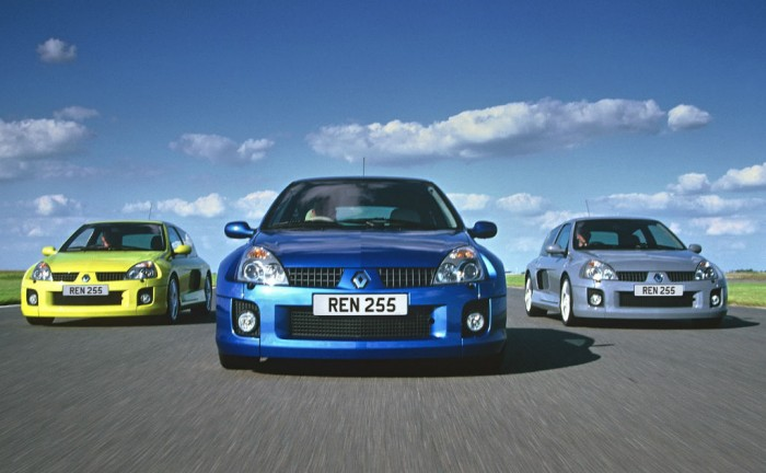 Renaultsport Clio V6 255 carwitter 700x432 - The Rise of the Hyper Hatch - The Rise of the Hyper Hatch