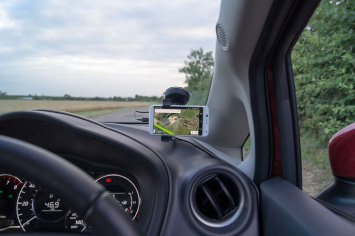Tom Tom Smartphone Hands Free Kit Review Carwitter 006 700x465 - 5 Common causes of car accidents and how to prevent them - 5 Common causes of car accidents and how to prevent them