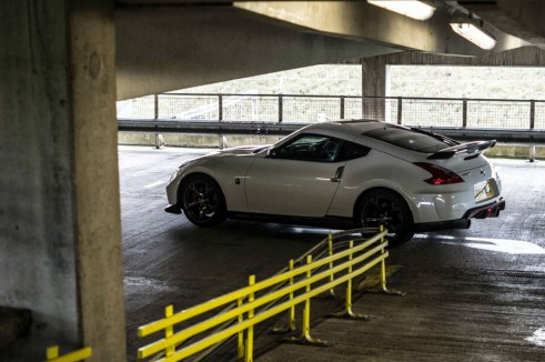 2014 Nissan 370Z NISMO Review Side Scene carwitter 491x326 - Nissan 370Z NISMO Review – Muscle Car - Nissan 370Z NISMO Review – Muscle Car
