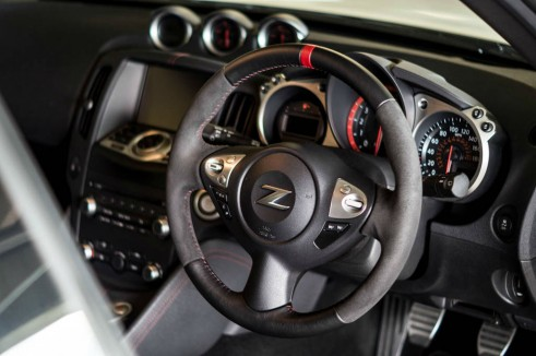 2014 Nissan 370Z NISMO Review Steering Wheel carwitter 491x326 - Nissan 370Z NISMO Review – Muscle Car - Nissan 370Z NISMO Review – Muscle Car