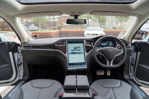 Tesla Model S P85 Plus Review UK Dashboard carwitter 491x326 - Tesla Model S P85 Plus Review - Speed redefined - Tesla Model S P85 Plus Review - Speed redefined