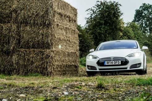 Tesla Model S P85 Plus Review UK Front Scene carwitter 491x326 - Tesla Model S P85 Plus Review - Speed redefined - Tesla Model S P85 Plus Review - Speed redefined