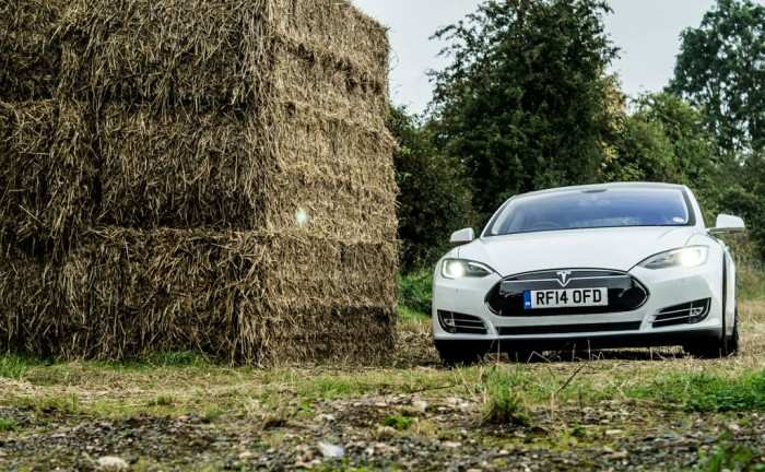 Tesla Model S P85 Plus Review UK Front Scene carwitter 700x432 - Tesla Model S P85 Plus Review - Speed redefined - Tesla Model S P85 Plus Review - Speed redefined